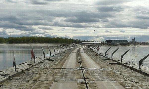 Понтонно-мостовая переправа через р. Пур